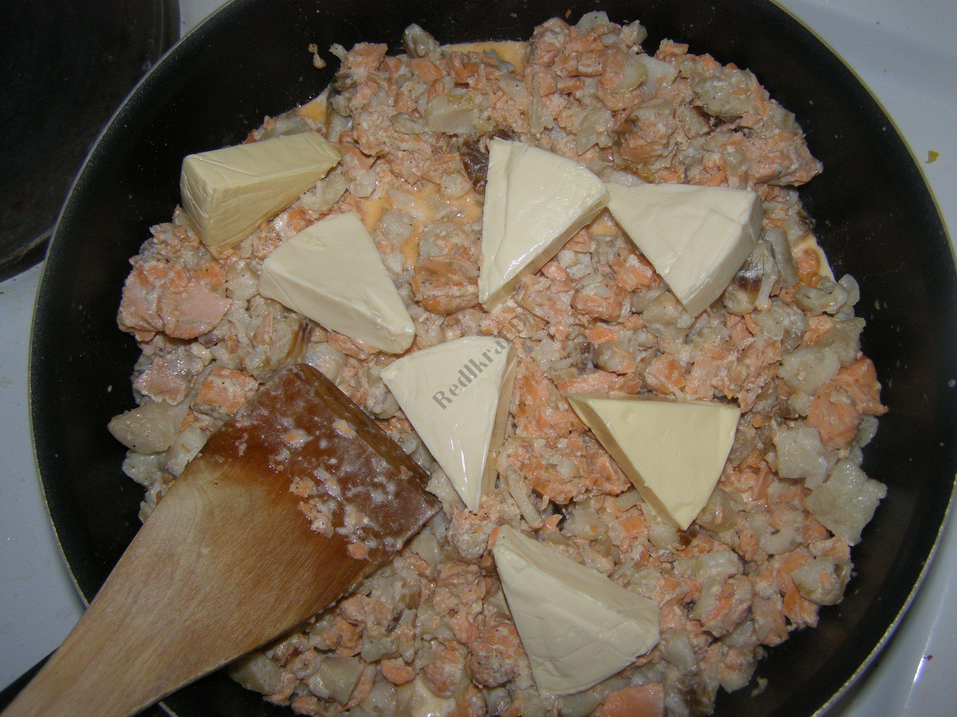 рецепт салата с соленой рыбой икрой