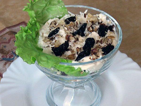 Салат из грудки с чернослив