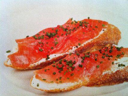 горячий бутер с лососем