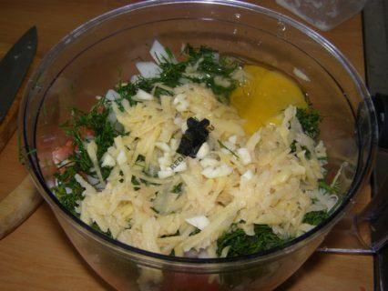 котлеты горбуши с салом и яйцом