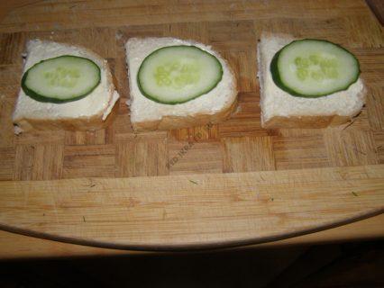 хлеб сливочный сыр огурец