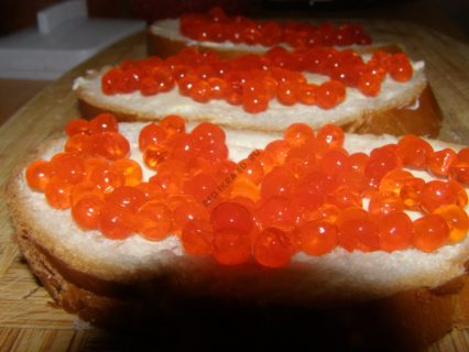 красная икра бутерброд